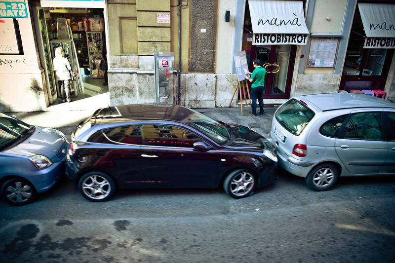 This is how they park in Rome