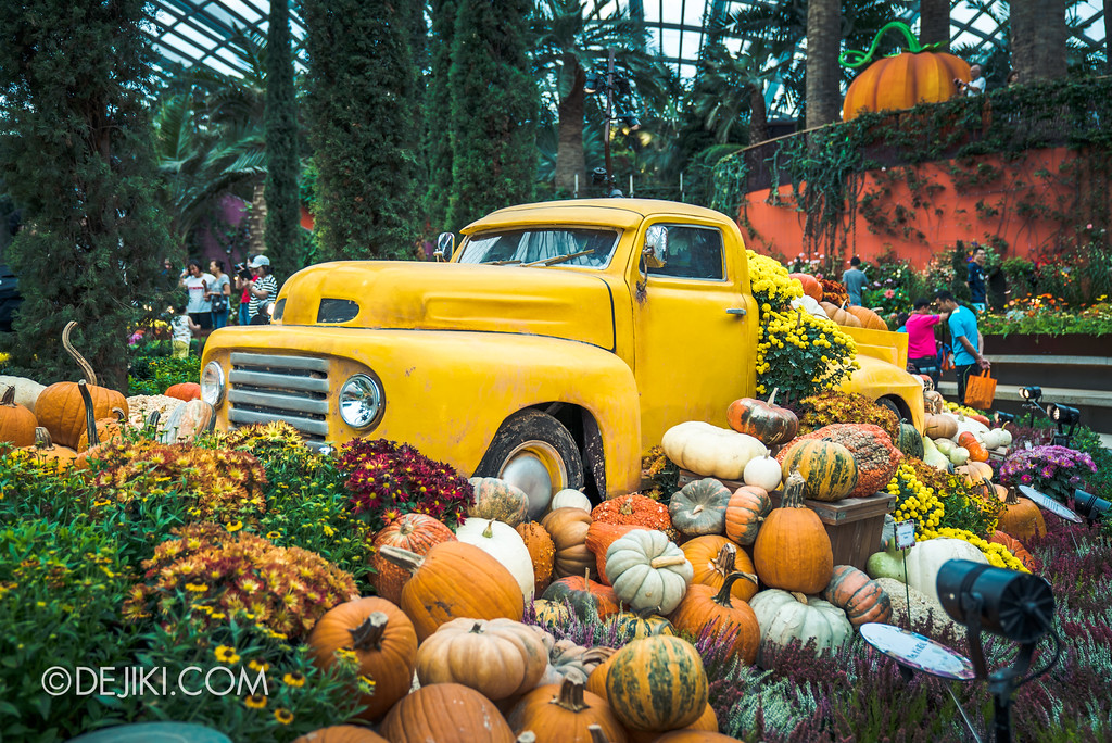 Gardens by the Bay - Autumn Harvest Floral Display - Special delivery truck