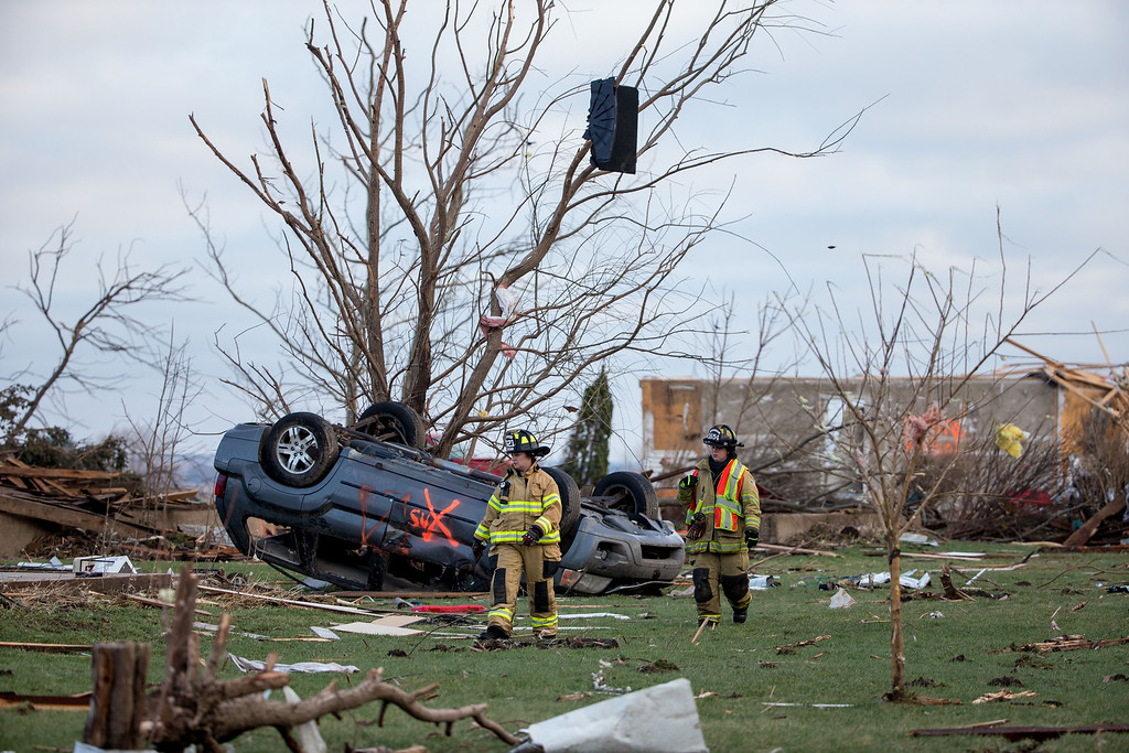. Crews search through the town for unaccounted people the morning after a tornado swept through the town on April 10, 2015 in Fairdale, Illinois. According to reports, 11 people were injured and one person was killed when tornadoes and thunderstorms passed through the northwestern suburbs of Chicago. (Photo by Jon Durr/Getty Images)