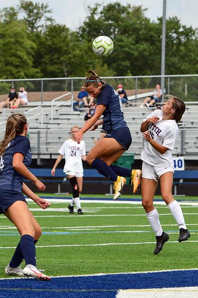 girls_soccer_9636.jpg
