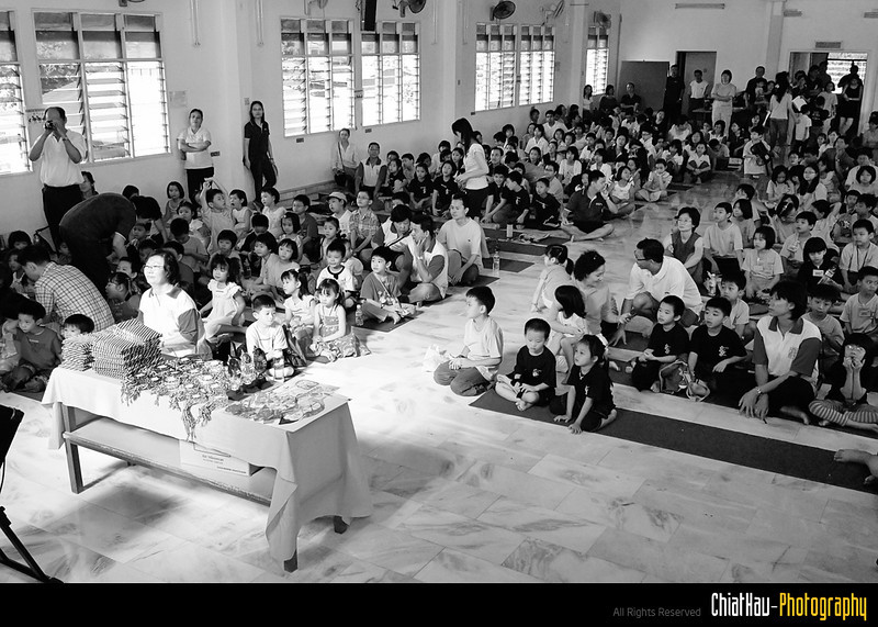 There is a lot of audience listening to the performance that day. (Kids, Parents and Committees)