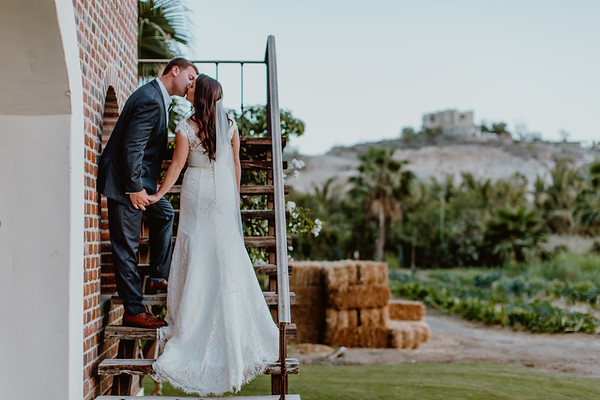 Floras Farm - Laurin and Andrew