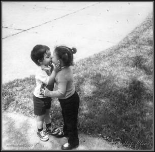 DIGITAL-MONO-ADVANCED-SILVER-FIRST KISS-MADLYN BLOM
