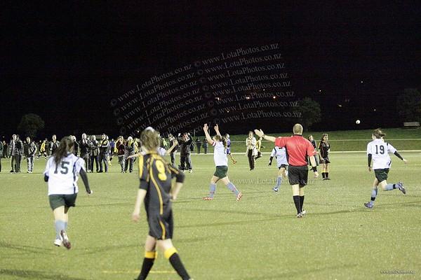 jm20120822 Wgtn Prem 1 girls football final _MG_9126 b