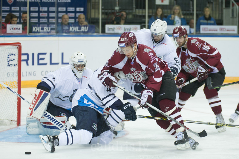 Geoffrey Kinrade (4) blocks Andris Dzerins (25) of Dinamo Riga in front of the goal