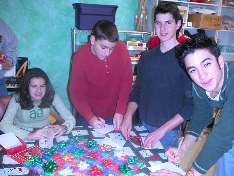 2002-12-14-GOYA-Christmas-Caroling_002.jpg