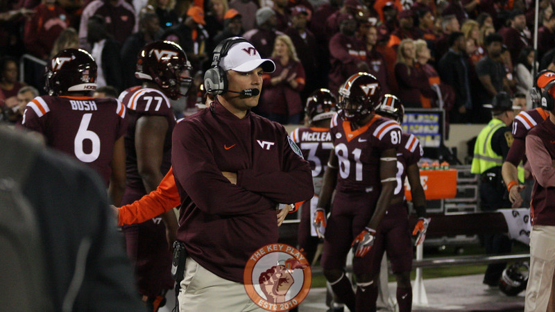 Head coach Justin Fuente has a moment to himself right before kickoff. (Mark Umansky/TheKeyPlay.com)