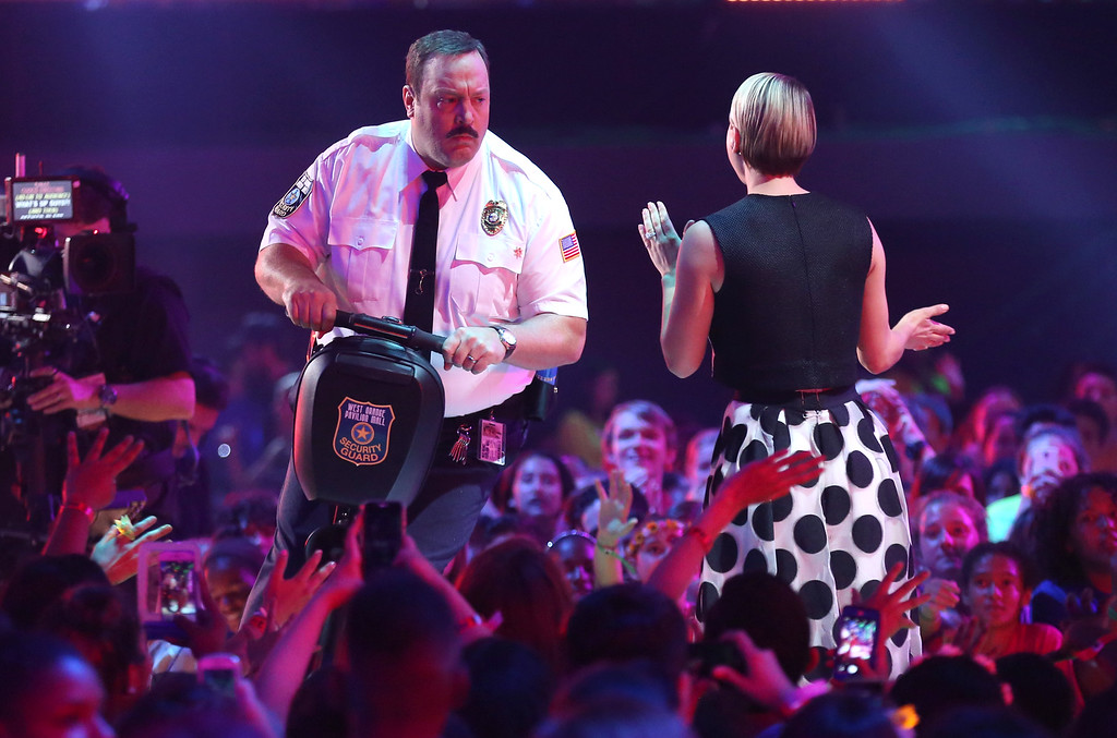 . Kevin James, left, and Kaley Christine Cuoco-Sweeting present the award for favorite male action star at Nickelodeon\'s 28th annual Kids\' Choice Awards at The Forum on Saturday, March 28, 2015, in Inglewood, Calif. (Photo by Matt Sayles/Invision/AP)