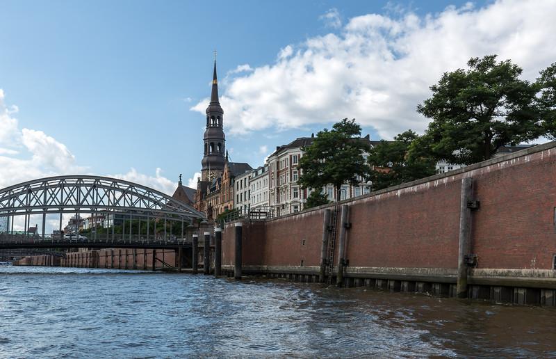 Hamburg ZollKanal mit St. Katharinenkirche