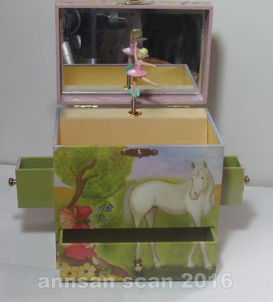 fairyhorsemusicbox02.jpg