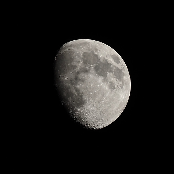 Gibbous moon 72%