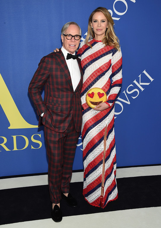 . Designer Tommy Hilfiger, left, and Dee Ocleppo arrive at the CFDA Fashion Awards at the Brooklyn Museum on Monday, June 4, 2018, in New York. (Photo by Evan Agostini/Invision/AP)