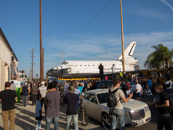 2012.10.13 Space Shuttle on Crenshaw Blvd.