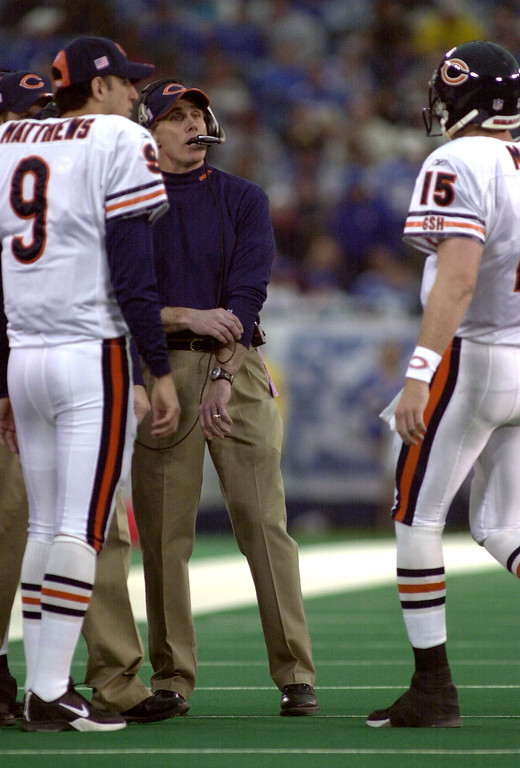 . Chicago Bears heads coach Dick Jauron chats with Jim Miller (15) in the first half of action against the Detroit Lions during Sunday\'s game played at the Pontiac Silverdome on Sunday Dec. 30, 2001. The Bears won 24-0 over the Lions.