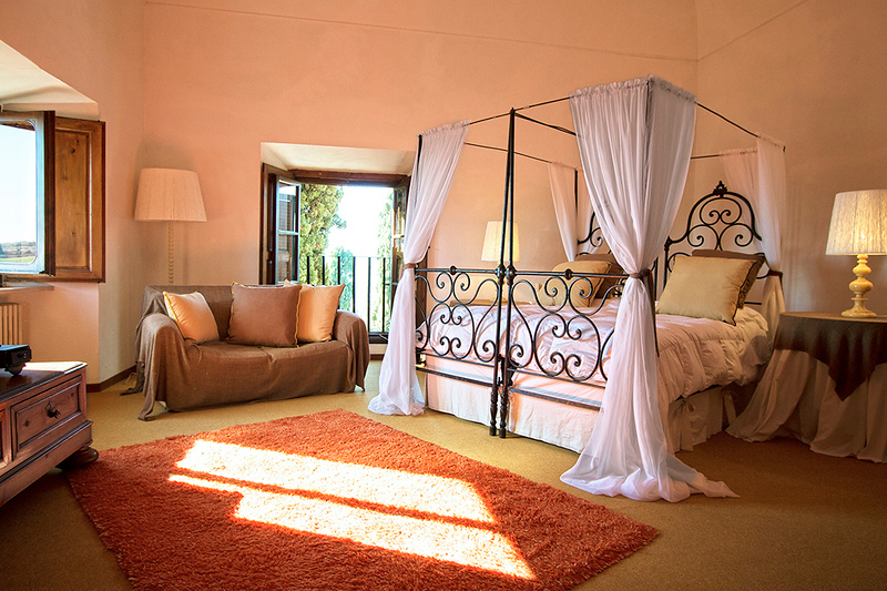 Bedroom Napolene Gialla, 2nd floor