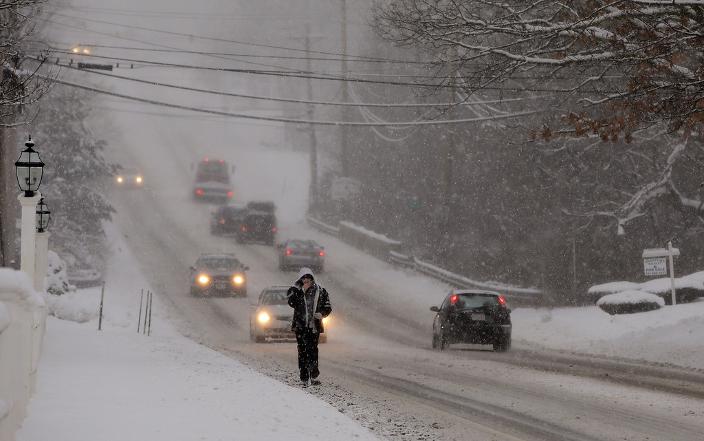. Traffic is sparse and the sidewalks impassable as a heavy snow falls in Pembroke, Mass., Wednesday morning, Feb. 5, 2014. The storm is expected to drop a foot or more of snow on some areas of the Massachusetts Wednesday making driving treacherous. (AP Photo/Stephan Savoia)