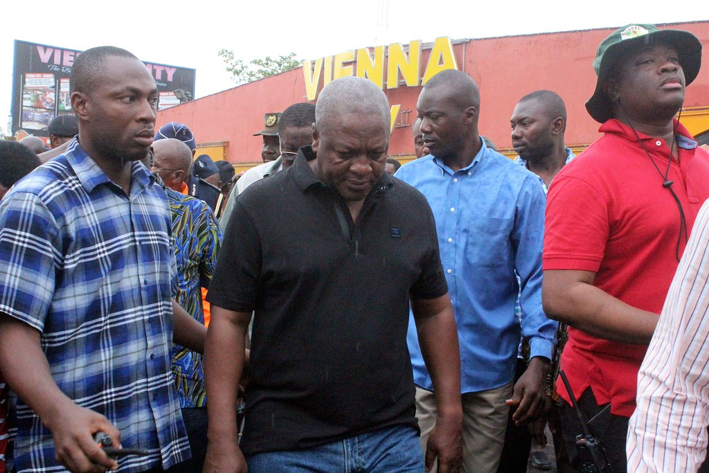 . Ghana\'s President John Dramani Mahama (C) arrives at the scene where at least 90 people were killed in a petrol station fire in Ghana\'s capital, Accra, on June 4, 2015. The fire broke out at the filling station in the Kwame Nkrumah Circle area of the city late on Wednesday night and is thought to have spread from a nearby residence. AFP PHOTO / FATI  BRAIMAH/AFP/Getty Images