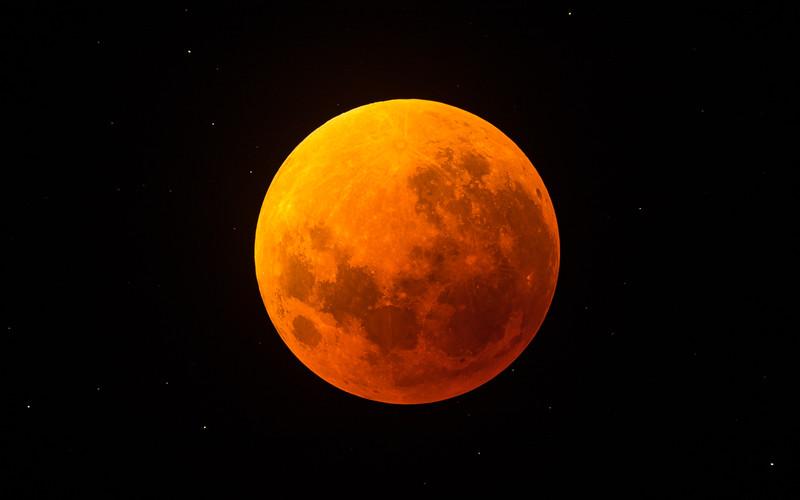 5DIV FS102 Lunar Eclipse 1300mm-7198.jpg
