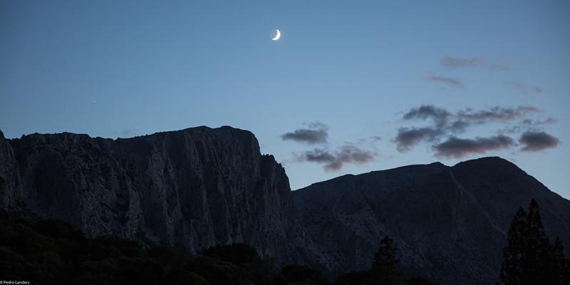 Moonset at Su Gologone