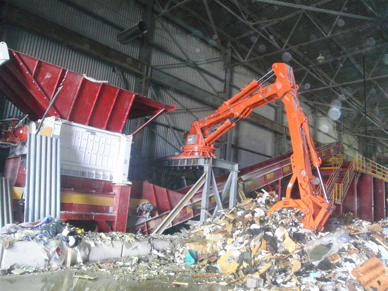 NPK B7500 pedestal boom system-material handling system with grapple for C&D recycling (16).JPG