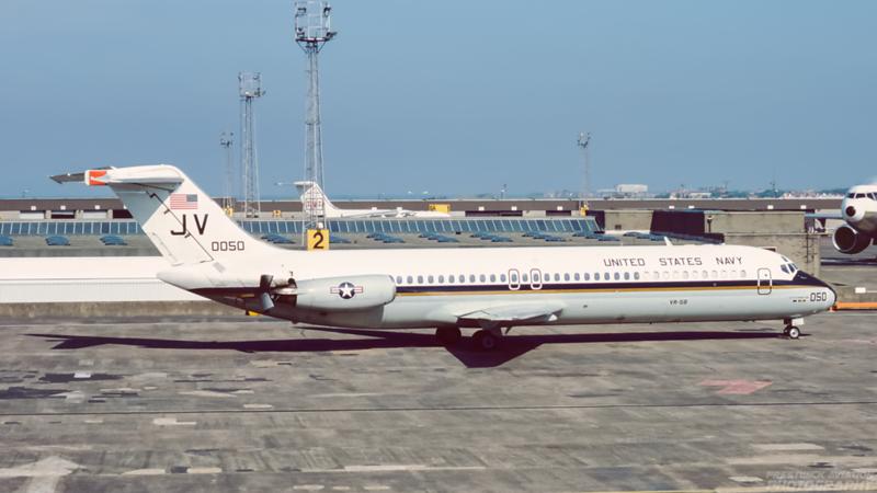 160050. McDonnell Douglas C-9B Skytrain II. US Navy. Prestwick. May 1988.