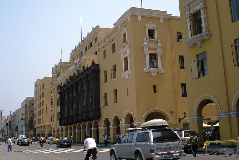 Plaza des Armas Architecture.jpg