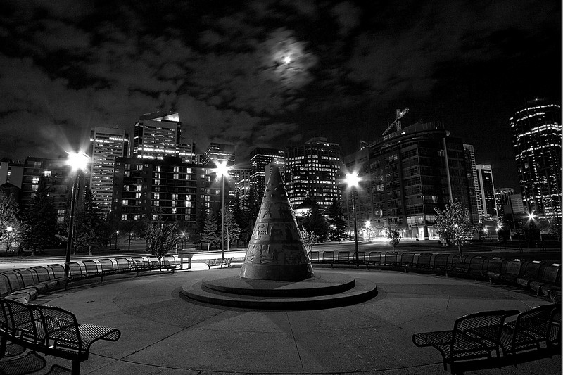 Some kind of monument (monochromed)