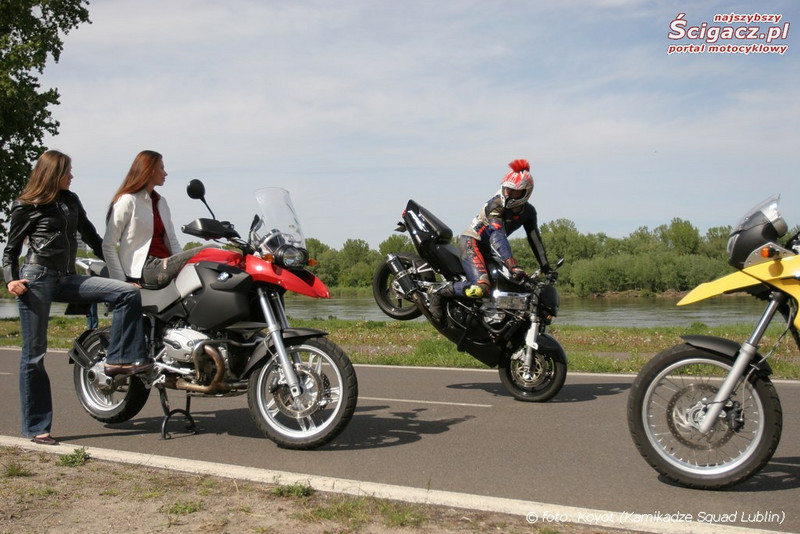And even got time to check out the girls on the R1200GS whilst doing a stoppie!