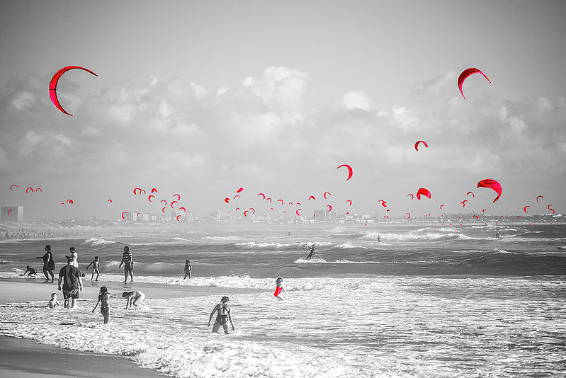 Kitesurfers_on_Blauwberg_Beach.jpg