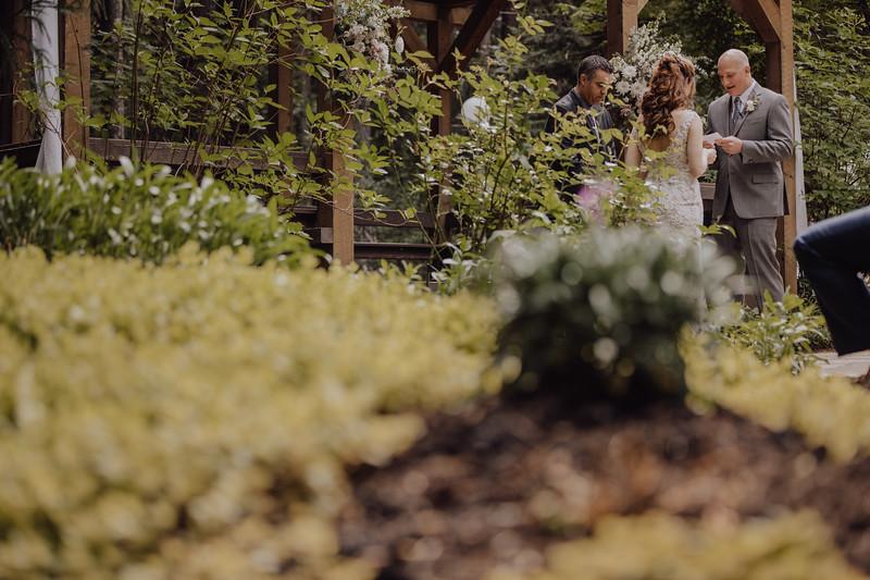 2018-05-12_ROEDER_JulieSeth_Wedding_ROEDER2_0037.jpg