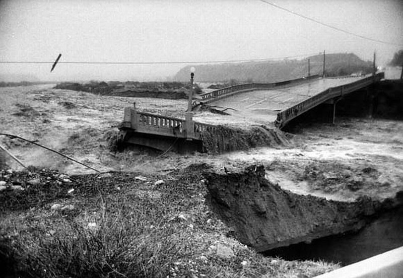 1969-Flood-BridgeCollapses01.jpg