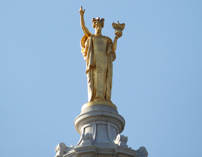 wisconsin statue atop the capitol dome