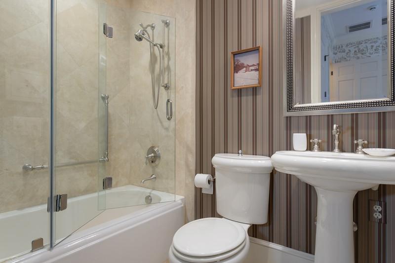 BR4-Bath.jpg