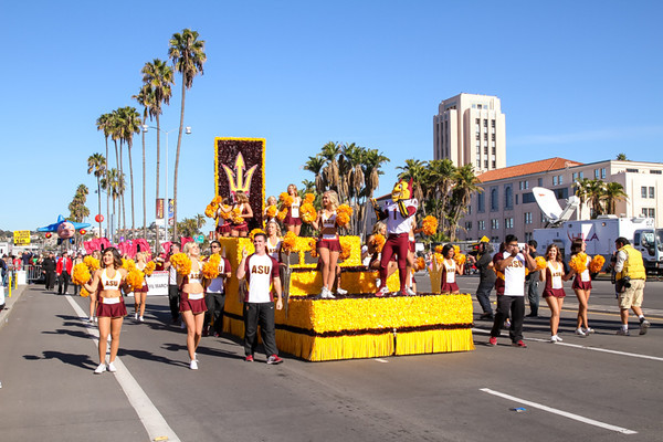 HOLIDAY BOWL PARADE2-0391.jpg