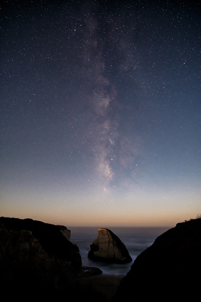 20171006-milky-way-over-moonlit-shark-fin-231176559.jpg