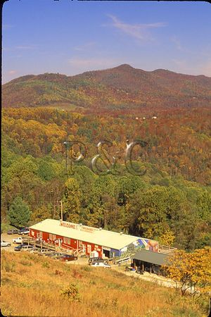 NORTH CAROLINA - BLUE RIDGE PARKWAY - SCENICS / FACILITIES