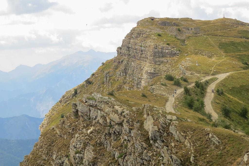Zoek de 2 motorfietsen klimmend naar Il Redentore
