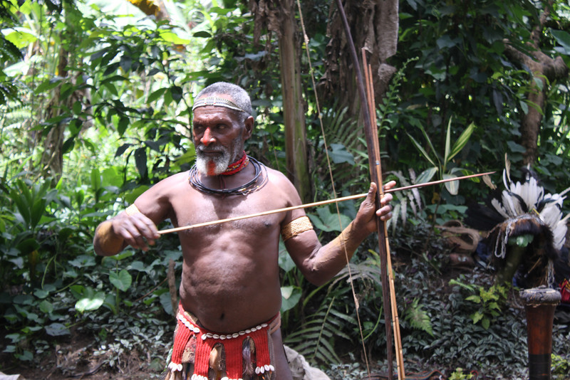 Hela hunt for wild pigs and cassowaries