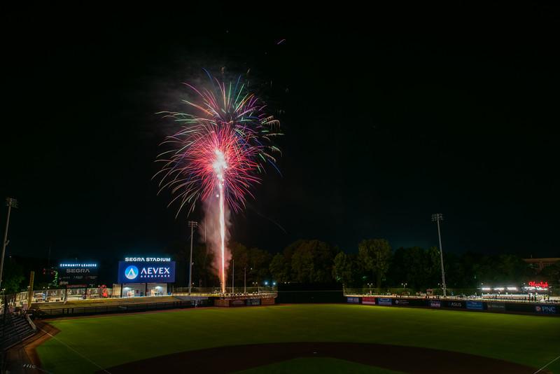 Fireworks_750_0524.jpg