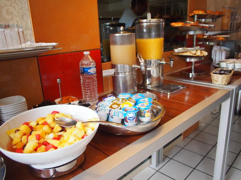 P7256098-breakfast.JPG