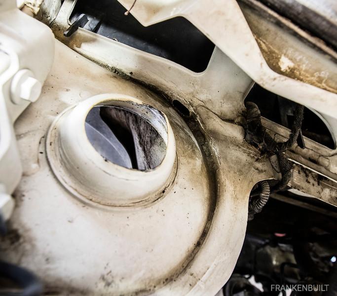 VW_MKIV_Strut_Tower_Damaged_2.jpg