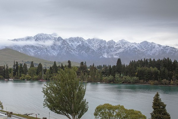 20151115 New overnight snow on Remarkables over Queenstown - 2015 RWGC ParTee Trophy _MG_4391 a