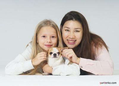 Мама, дочка, собака и скрипка