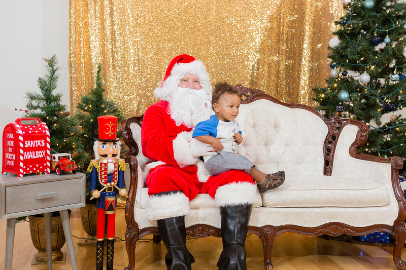 FADS Picture with Santa-255.jpg