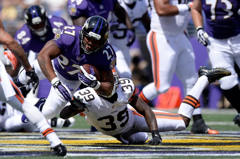 . <p><b> Ravens at Browns (+2½):</b> <p>Baltimore running back Ray Rice denies that he intentionally spit at Cleveland�s Phil Taylor during their Week 2 encounter. It�s likely just an innocent consequence of the fact that all opponents tend to drool a little bit when facing the Cleveland Browns. <p>Pick: <b>Ravens by 5</b> <p>     (Patrick McDermott/Getty Images)