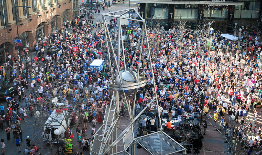 . Thousands gathered at Ecolab Plaza in downtown St. Paul to celebrate the signing of Minnesota\'s same-sex marriage law in St. Paul on Tuesday. (Pioneer Press: Ben Garvin)