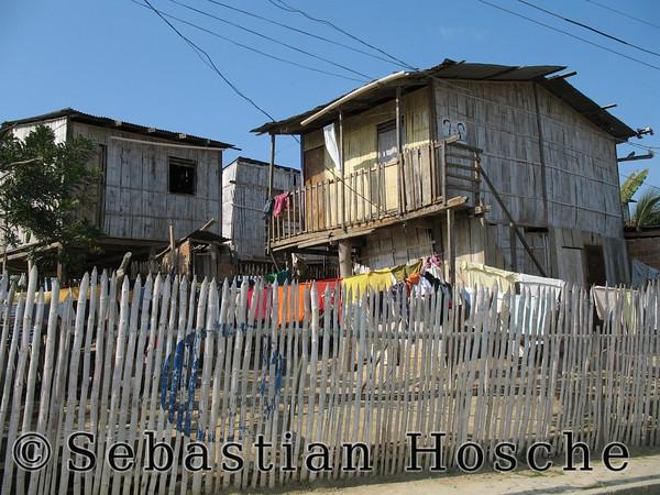 """<html>2006-11-09_11776 <span class=""""eng2""""><p>a house </p></span><span class=""""ger""""><p>ein Haus </p></span><span class=""""esp""""><p>una casa </p></span></html>"""