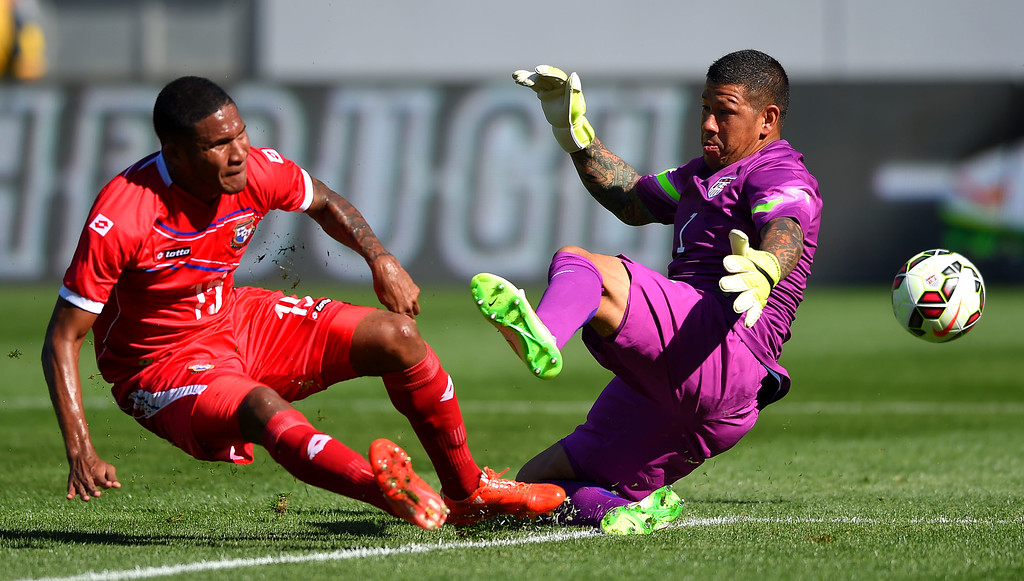 . USA goalie Nick Rimando, right, blocks a shot by Panama�s Eric Davis at the StubHub Center in Carson, CA on Sunday, February 8, 2015. US men\'s national team vs Panama in an international friendly soccer match. 1st half. (Photo by Scott Varley, Daily Breeze)