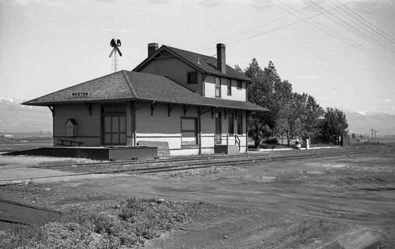 UP_Weston-Idaho-depot_June-1946_Emil-Albrecht-photo-0211-rescan.jpg
