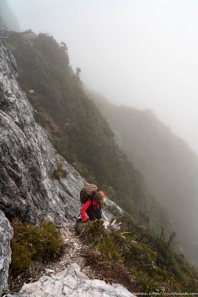 Descent to a steep traverse...